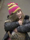 La muchacha y un gato Fotografía de archivo libre de regalías
