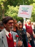 La muchedumbre celebra 25 de Abril Fotografía de archivo