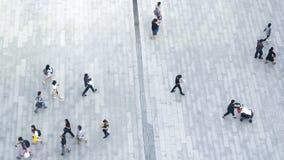 La muchedumbre de la visión superior de gente camina en peatón de la calle del negocio en c fotografía de archivo libre de regalías