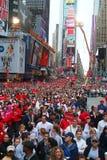 La muchedumbre en el Times Square para EIF Revlon se ejecuta/caminata Fotografía de archivo