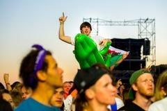 La muchedumbre en un concierto en el festival de la BOLA Imagen de archivo libre de regalías