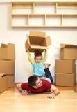 La mudanza a un nuevo hogar es diversión fotos de archivo libres de regalías