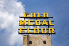 La muestra de la harina de la medalla de oro Fotos de archivo libres de regalías