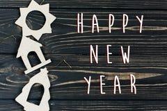 La muestra del texto de la Feliz Año Nuevo en eco simple de la Navidad juega en stylis Imágenes de archivo libres de regalías