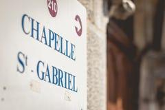 La muestra indica la dirección de la capilla St Gabriel fotografía de archivo