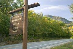 La muestra lee a Crawford Notch State Park que entra, New Hampshire foto de archivo libre de regalías