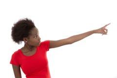 La mujer afroamericana joven hermosa aislada está presentando los wi Fotografía de archivo libre de regalías