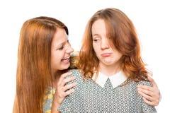 La mujer anima a su mejor amigo en pena Fotografía de archivo libre de regalías
