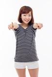 Mujer asiática joven que le señala Imagen de archivo