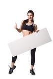 La mujer atlética de la aptitud con deporte helthy del espacio en blanco del tablero de la muestra aisló la ropa blanca del negro Fotos de archivo libres de regalías