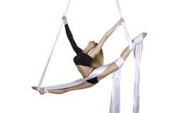 La mujer atlética que hace alguno engaña en las sedas Foto de archivo