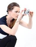 La mujer atractiva con las cámaras digitales Foto de archivo libre de regalías