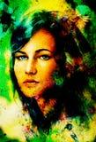 La mujer azul de la diosa observa con los pájaros en el contacto visual multicolor del fondo, collage de la cara de la mujer Foto de archivo