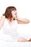La mujer bastante joven está bostezando Foto de archivo libre de regalías