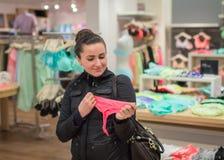 El hacer compras de la ropa Foto de archivo libre de regalías