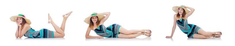 La mujer bonita en la ropa del verano de vacaciones aislada en blanco fotografía de archivo