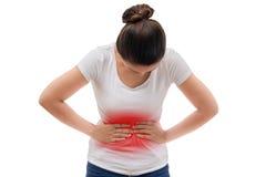 La mujer casual joven está teniendo dolor de estómago Fotografía de archivo libre de regalías