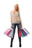 La mujer caucásica hermosa joven sostiene bolsos de compras coloridos y Fotos de archivo libres de regalías