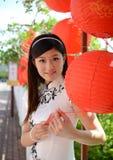La mujer china celebra Año Nuevo chino Imágenes de archivo libres de regalías