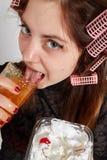 La mujer come el atasco Fotografía de archivo