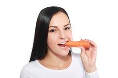 la mujer come una zanahoria imagen de archivo