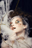 La mujer con creativo compone Imagen de archivo
