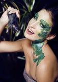 La mujer con creativo compone como serpiente y rata adentro Imágenes de archivo libres de regalías