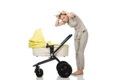La mujer con el bebé y cochecito de niño aislado en blanco Imagen de archivo libre de regalías