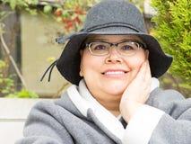 La mujer con el cáncer de pecho guarda la disposición optimista Fotografía de archivo libre de regalías