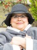 La mujer con el cáncer de pecho guarda la disposición optimista Imagen de archivo libre de regalías