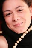 La mujer con las perlas se cierra para arriba Foto de archivo
