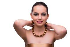 La mujer con los accesorios de la joyería aislados en blanco Imágenes de archivo libres de regalías