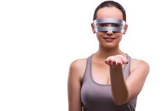 La mujer con los vidrios del techno en blanco Imagen de archivo libre de regalías