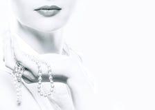 La mujer con un collar Foto de archivo