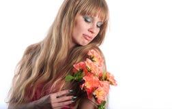 La mujer con un manojo de flores Foto de archivo