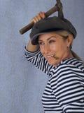 La mujer con un martillo Imagenes de archivo