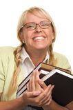 La mujer de emisión lleva la pila de libros Fotos de archivo