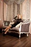 La mujer de lujo rica de la belleza le gusta Marilyn Monroe Fashiona hermoso Foto de archivo libre de regalías