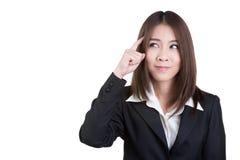 La mujer de negocios atractiva piensa el traje de la visión aislado Foto de archivo libre de regalías