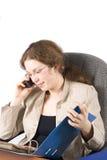 La mujer de negocios con documentos y teléfono Imagen de archivo