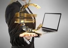 La mujer de negocios con el ordenador portátil y el euro firman a disposición Imagenes de archivo