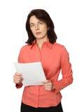 La mujer de negocios con los papeles. Fotos de archivo
