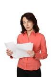La mujer de negocios con los papeles. Fotografía de archivo libre de regalías
