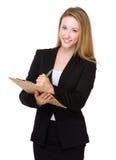 La mujer de negocios escribe en el tablero fotografía de archivo