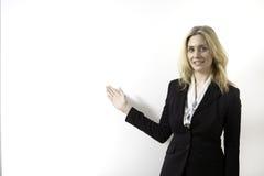 La mujer de negocios está presentando Fotos de archivo libres de regalías