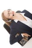 La mujer de negocios hermosa en el centro de atención telefónica está teniendo dolor trasero. Fotos de archivo