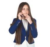 La mujer de negocios hermosa joven en traje azul trató sobre cómo contestar a la pregunta de la llamada foto de archivo