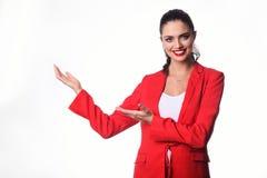 La mujer de negocios joven está presentando algo Foto de archivo