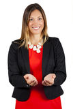 La mujer de negocios lleva a cabo hacia fuera las manos abiertas, sonriendo Concepto de la ayuda y de la ayuda Imagen de archivo libre de regalías