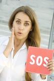 La mujer de negocios pide ayuda Imagen de archivo libre de regalías